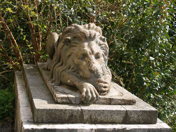 Каменный лев возле дачи Сталина в Гагре / Фото из Абхазии