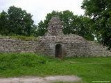 Полуразрушенный вход в замок / Литва