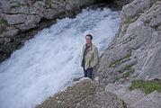 Водопад, вытекающий прямо из скалы / Сербия
