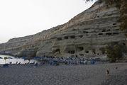Скалы, обрамляющие пляж / Греция