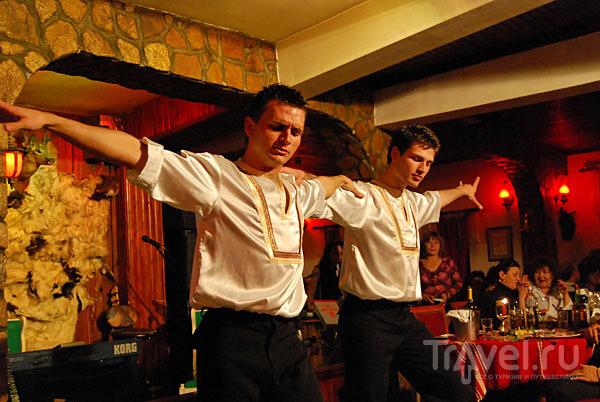 Фольклорная программа в болгарском ресторане, курорт Велинград / Фото из Болгарии