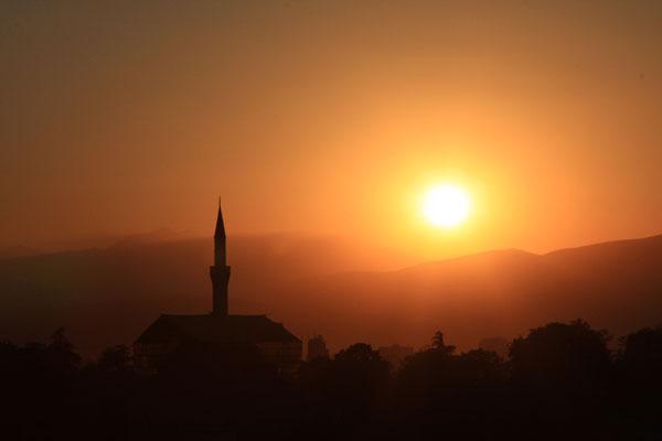 Мечеть Мустафа-паши на закате, Скопье / Фото из Македонии