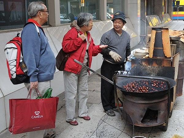 Продавец жареных каштанов, Гонконг / Фото из Гонконга