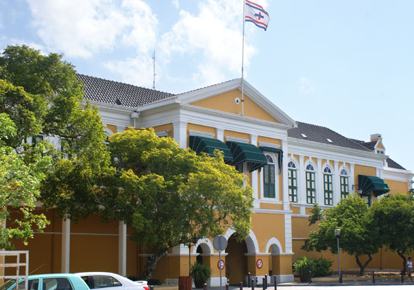 Резиденция губернатора в городе Виллемстад / Фото с Кюрасао