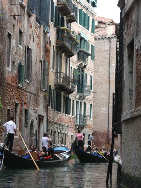 Прогулка на гондоле по Венеции / Фото из Италии