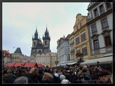 Снаружи всегда толпится народ / Чехия