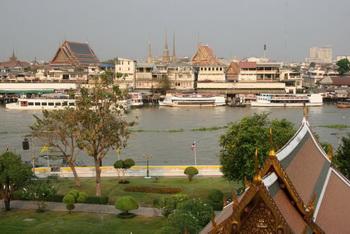 Вид на Раттанакоосин (Бангкок) с противоположного берега реки / Таиланд