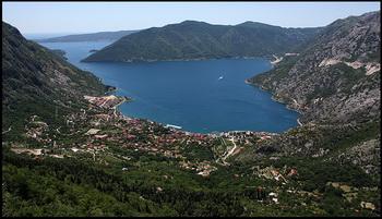 Вид на Рисан с дороги на Грахово / Черногория