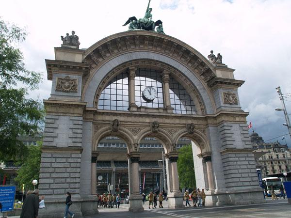 Многие вокзалы Швейцарии являются памятниками архитектуры / Фото из Швейцарии