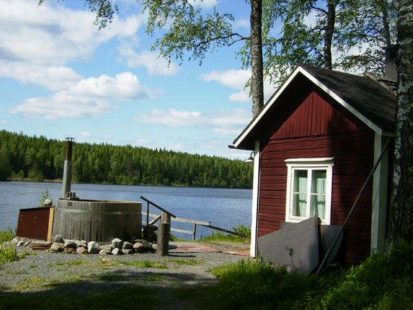 Вода в бочке очень теплая / Фото из Финляндии