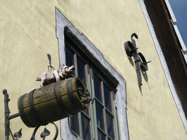 Аппетитная вывеска ресторана в Пярну / Фото из Эстонии