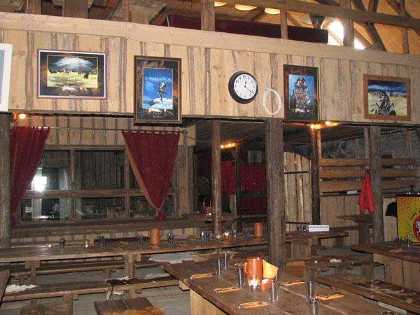 В ресторане фермы можно оригинально поужинать - за одним столом с бизоном / Фото из Эстонии