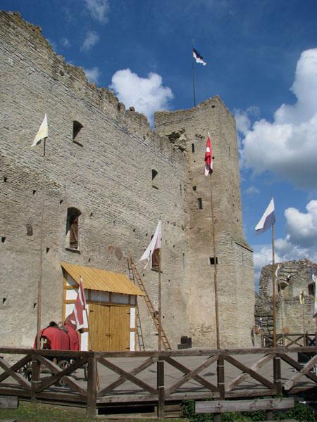 Замок в Раквере - это настоящий развлекательный центр / Фото из Эстонии