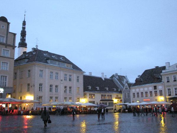 Вечер на Ратушной площади в Таллине / Фото из Эстонии
