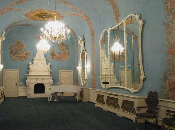Зеркальное фойе Русского театра Эстонии / Фото из Эстонии