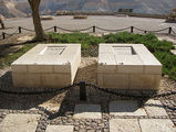 Могилы Давида Бен-Гуриона и его жены / Израиль