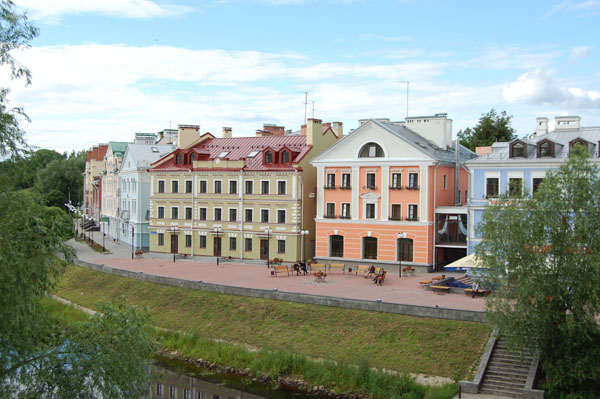 Золотая набережная реки Псковы / Фото из Латвии