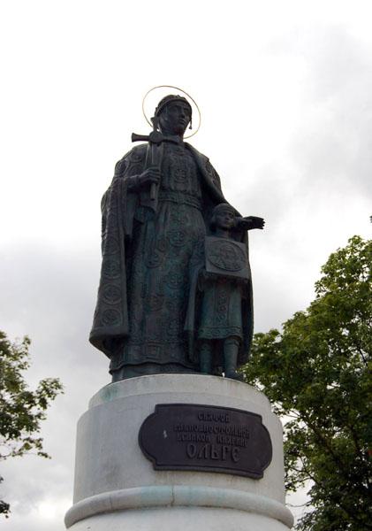 Памятник княгине Ольге в Пскове / Фото из Латвии