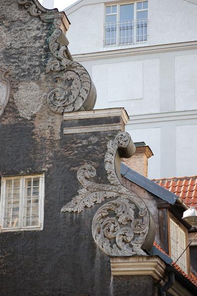 На узкие улочки смотрят массивные фасады, Рига / Фото из Латвии