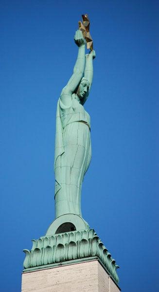 Милда – статуя Свободы в Риге / Фото из Латвии