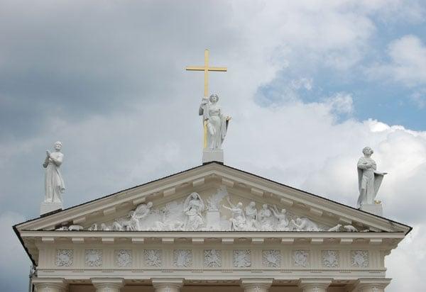 Фронтон кафедрального собора Вильнюса / Фото из Латвии