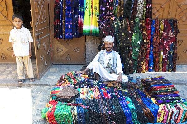Сфотографироваться были рады и продавцы, Йемен / Фото из Йемена