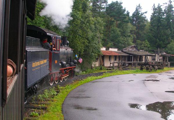 Из окна поезда шведский парк High Chaparral смотрится иначе / Фото из Швеции