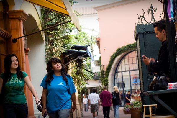 Санта-Барбара - город студентов и симпатичных девушек / Фото из США