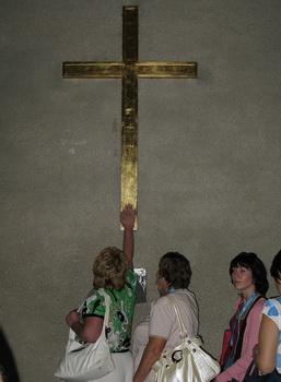 Крест на замурованной Святой двери / Ватикан