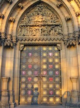 Врата церкви Святых Петра и Павла / Чехия