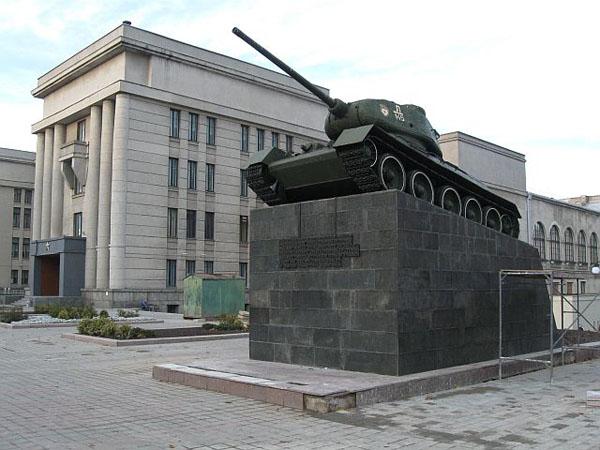Танк перед Домом офицеров, Минск / Фото из Белоруссии