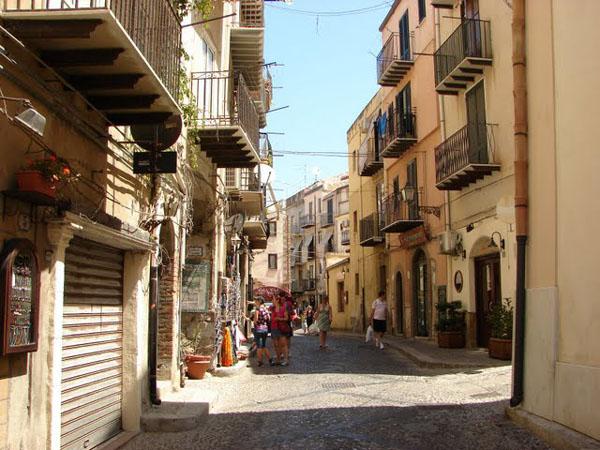 Чефалу - живой итальянский городок, Сицилия / Фото из Италии