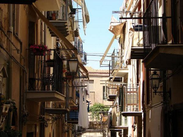 Типичные сицилийские улочки, Чефалу / Фото из Италии
