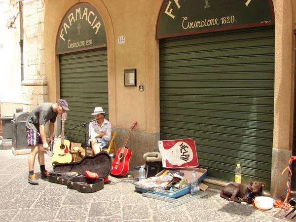 Сиеста - обязательное правило на Сицилии / Фото из Италии