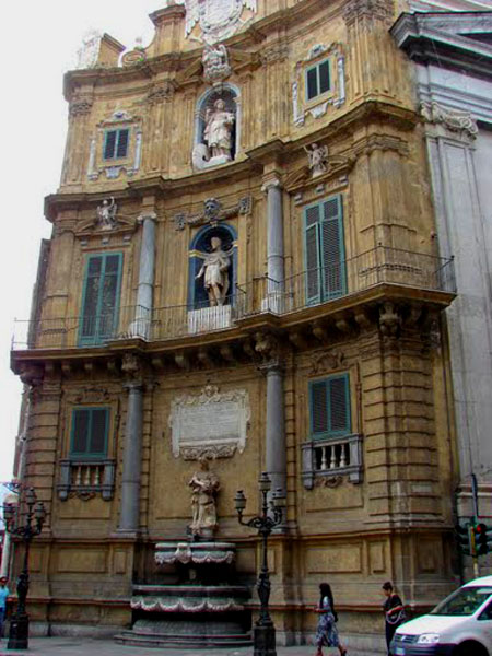 На площади Четырех Углов в Палермо, Сицилия / Фото из Италии