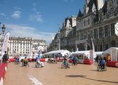 Огромная площадь с фонтанами и прочими красотами / Франция