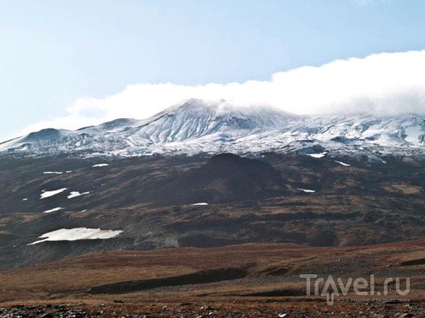 Покрывшийся снегом вулкан Горелый / Фото из России