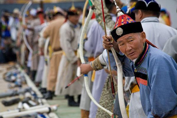 Соревнования лучников на национальном празднике Надам, Монголия / Фото из Монголии