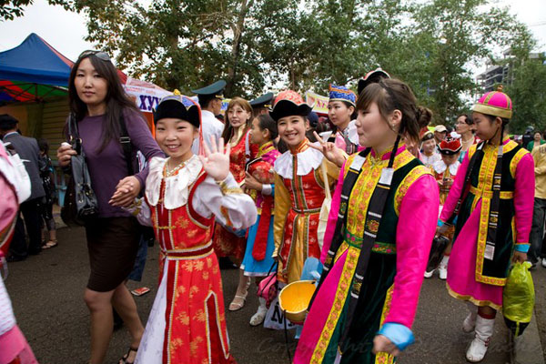 Юный ансамбль песен и плясок на празднике в Улан-Баторе, Монголия / Фото из Монголии