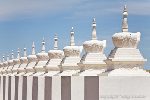 Вход в Шамбалу окружает 108 ступ, Монголия / Фото из Монголии