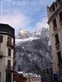 ... со всех сторон окружен горами / Франция