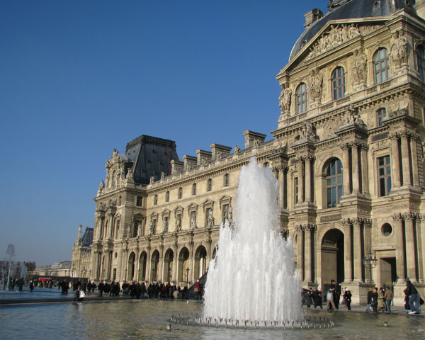 Фонтан перед Лувром, Париж / Фото из Франции
