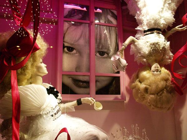 """Оригинальные инсталляции привлекают множество зрителей, """"Галереи Лафайет"""" в Париже / Фото из Франции"""