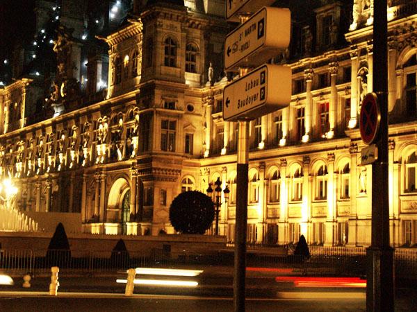 Вечером и ночью все достопримечательности Парижа ярко подсвечиваются / Фото из Франции