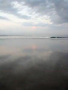 Утренний океан в Куте / Индонезия