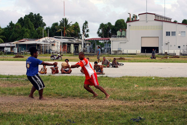 Игры на взлетно-посадочной полосе, Тувалу / Фото из Вануату