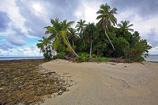 Здесь остров Фонгафале кончается, Тувалу / Фото из Вануату