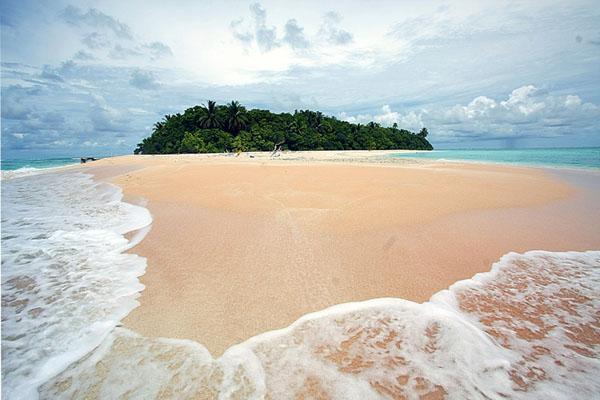Один из островов атолла Фунафути, Тувалу / Фото из Вануату