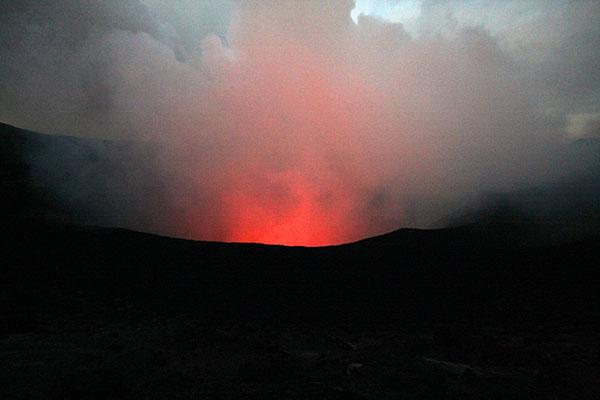Действующий вулкан Ясур на острове Танна, Вануату / Фото из Вануату