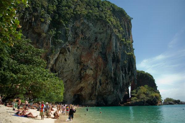 Пляж Пхрананг на полуострове Раиле пользуется большой популярностью, Краби / Фото из Таиланда